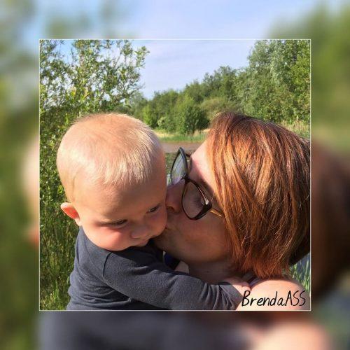 Brenda Albers met haar zoontje Luca