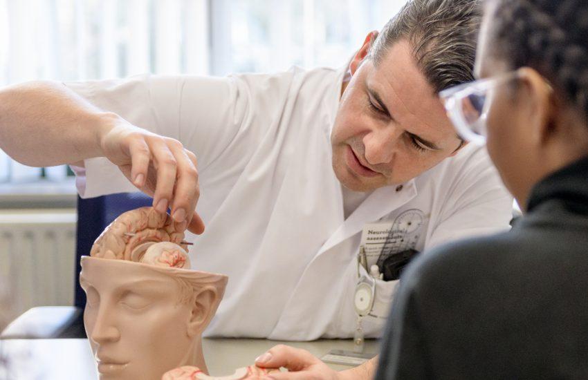 Steun onderzoek naar hersenschade na coronavirus